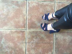 Бооножки темно синие на платформе 39р