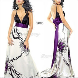 Эффектное белое платье с цветочными принтом