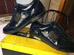 Кожаные лаковые кроссовки