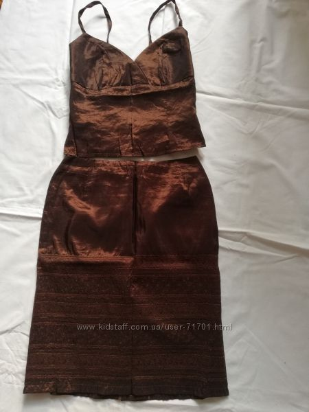 костюм  коричневый