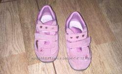 Срочно. Новые ботиночки на липучках демисезонные.
