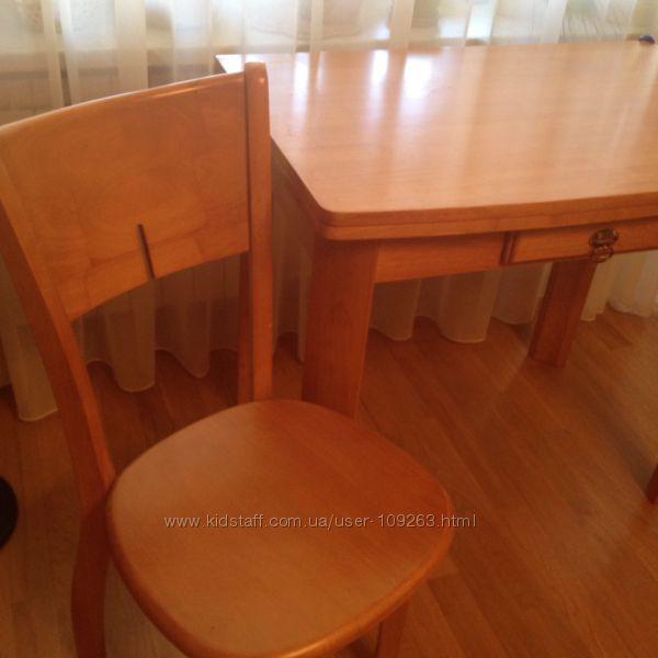 Стол деревянный, раскладной с одним выдвижным ящиком