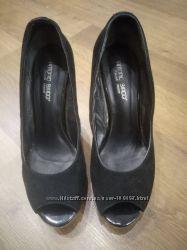 Очень классные фирменные туфли 39р.