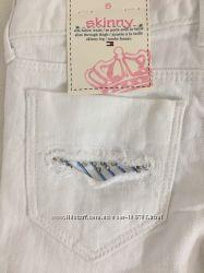 Белые джинсы Tommy Hilfiger. Размер 5 лет.