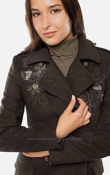 Шерстяное новое  зеленое приталеное пальто шинель  с вышивкой бабочки