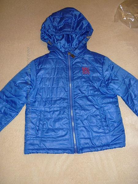 Лёгкая деми куртка в отличном состоянии на 2-4 года