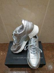 Кроссовки кожанные серебристые Andrea Morelli 35 размер