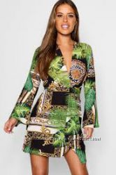 Платье мини на запах фирмы Boohoo