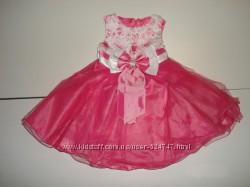 Новое, нарядное, пышное платье с бантом. Размеры 74-80 и 80-86.