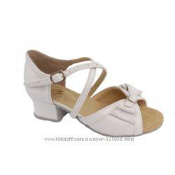 Танцевальные туфли для девочек белые Б4 б