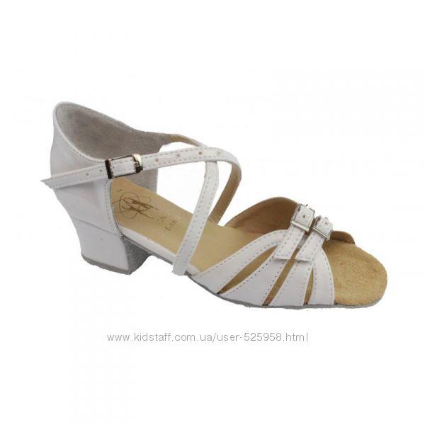 Танцевальные туфли для девочек белые Б2 с,  Club Dance