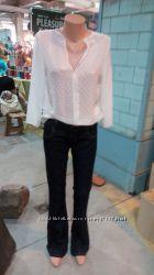 Блузка и джинсы тренд клёш