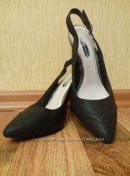 Элегантные босоножки с закрытым носком от Dorothy Perkins