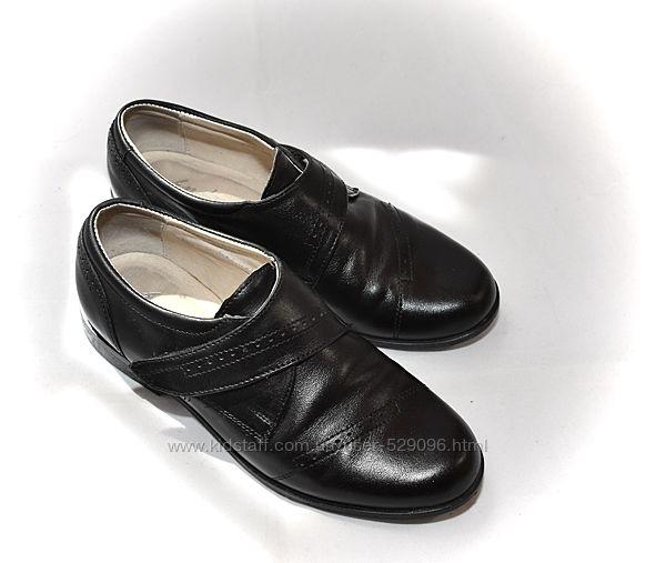 Туфли черные кожаные школьные на липучке для мальчиков. ТМ Каприз