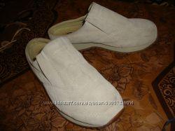Замшевые бежевые туфли-шлёпанцы 37см.