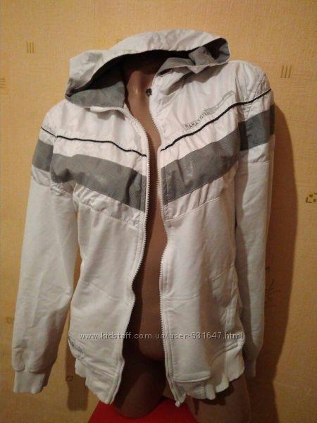 Куртка-ветровка М размера