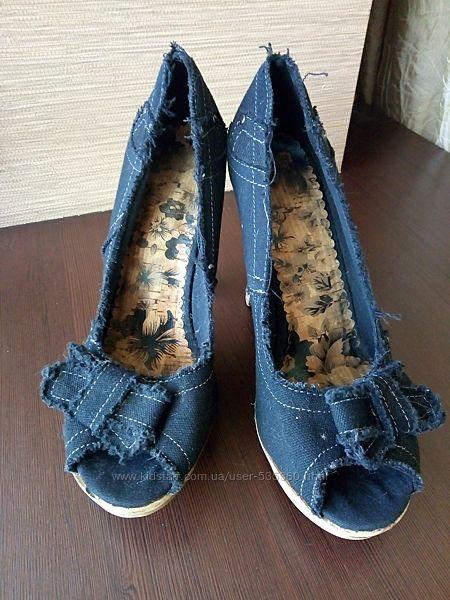 ТОРГ  Туфли с открытым носком на пробковой подошве размер 39,5