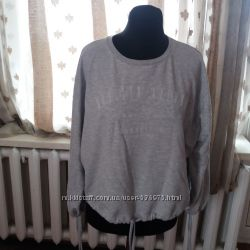 Модний свитер затягиваются рукава и низ