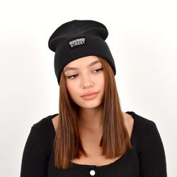 зручна стильна демисезона шапка