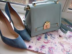 Новая красивая голубая сумочка. Качественный плотный кож зам