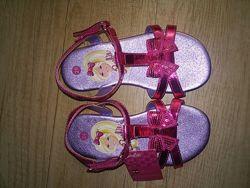 Продаю новые детские сандали