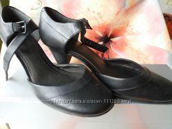 Туфли боссоножки Clarks 4р. , длина стельки 24 см, наш 36, 5-37.