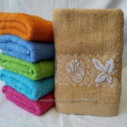 Полотенца махровые разные в наличии