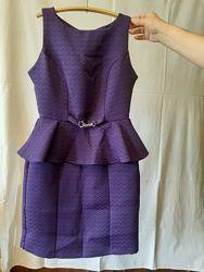 Фиолетовое платье с баской