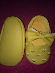 Пинетки-тапочки  на 9-12 - 10. 5-11 см и пинетки -ботиночки F&F на 0- 3 мес
