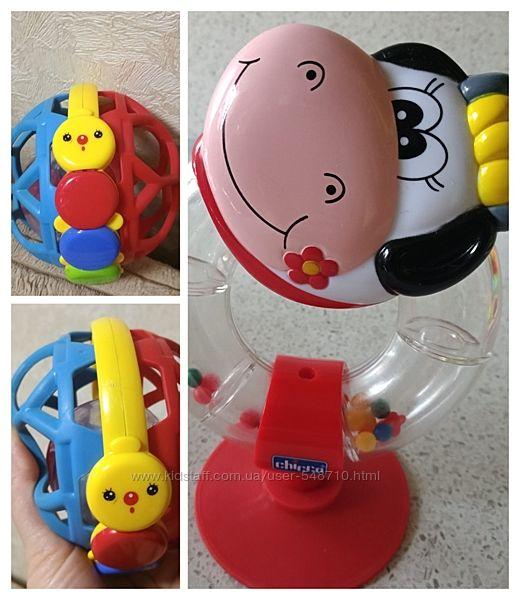 Яркая нужная игрушка погремушка chicco и не только для малыша