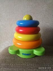 Потешная пирамидка Tomy