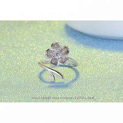 Изысканные кольца в серебре 925 пробы с цирконами.