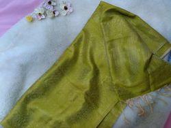 Шелковый шарф-украшение для роскошной дамы.