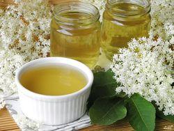 Сироп из цветов бузины на  майском меде от кашля и вирусов.