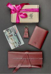 Подарочный набор кожаный клатч-кошелек, обложка для паспорта, брелок