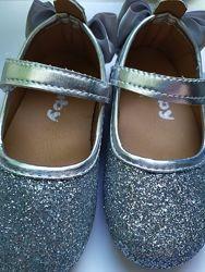 Нарядные серебристые туфельки