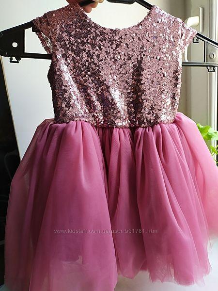 Нарядное платье с паетками и фатином