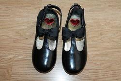 Шикарні чорні лакові туфельки