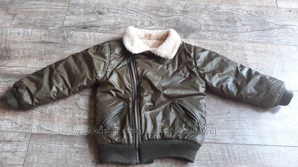 модная курточка в состоянии как новая