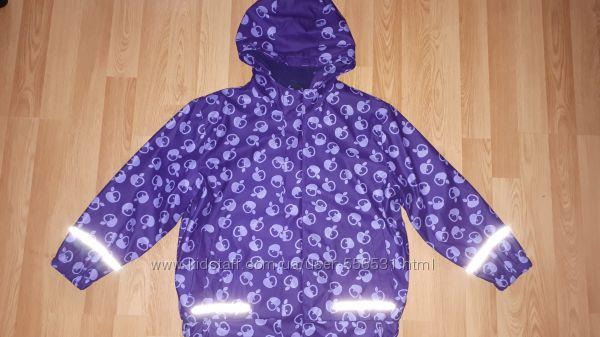 Непромокаемая куртка на флисе.