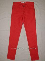 Красные джинсы Gloria Jeans GeeJay на стройную девочку 11-12 лет. Рост 14