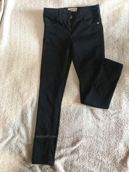Чёрные котоновые джинсы Next на 9 лет