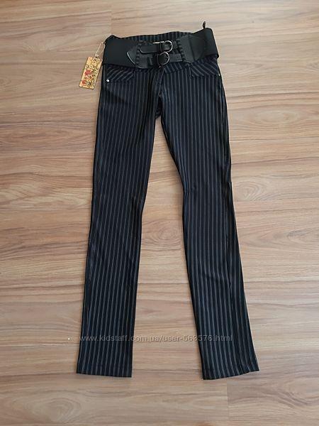 Строгие молодежные брюки в полоску