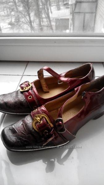 Туфли для девочки нарядные лаковые