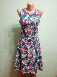 Женское платье, цветочный принт.