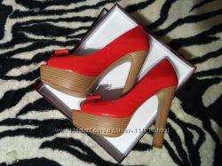 Кожаные лаковые туфли на высоком каблуке