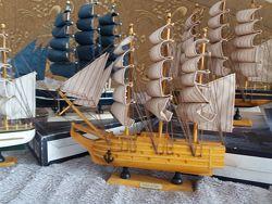 Сувенир Корабль - парусник готовый 30 см разные цвета