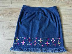 Юбка джинсовая с вышивкой р-р 46