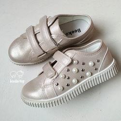 Классные туфли школьницам