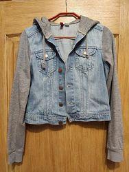 Divided голубая спортивная джинсовая куртка с трикотажными рукавами и капюш